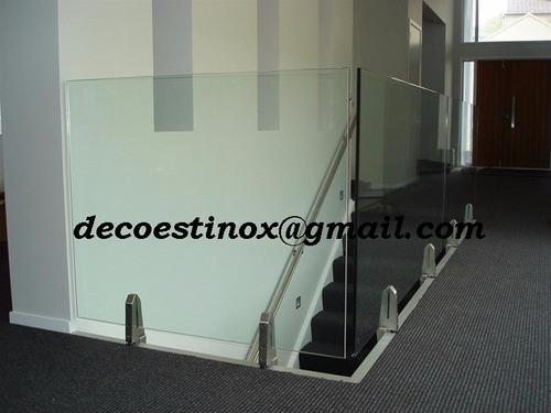 barandas de acero inoxidable, y puertas de vidrio