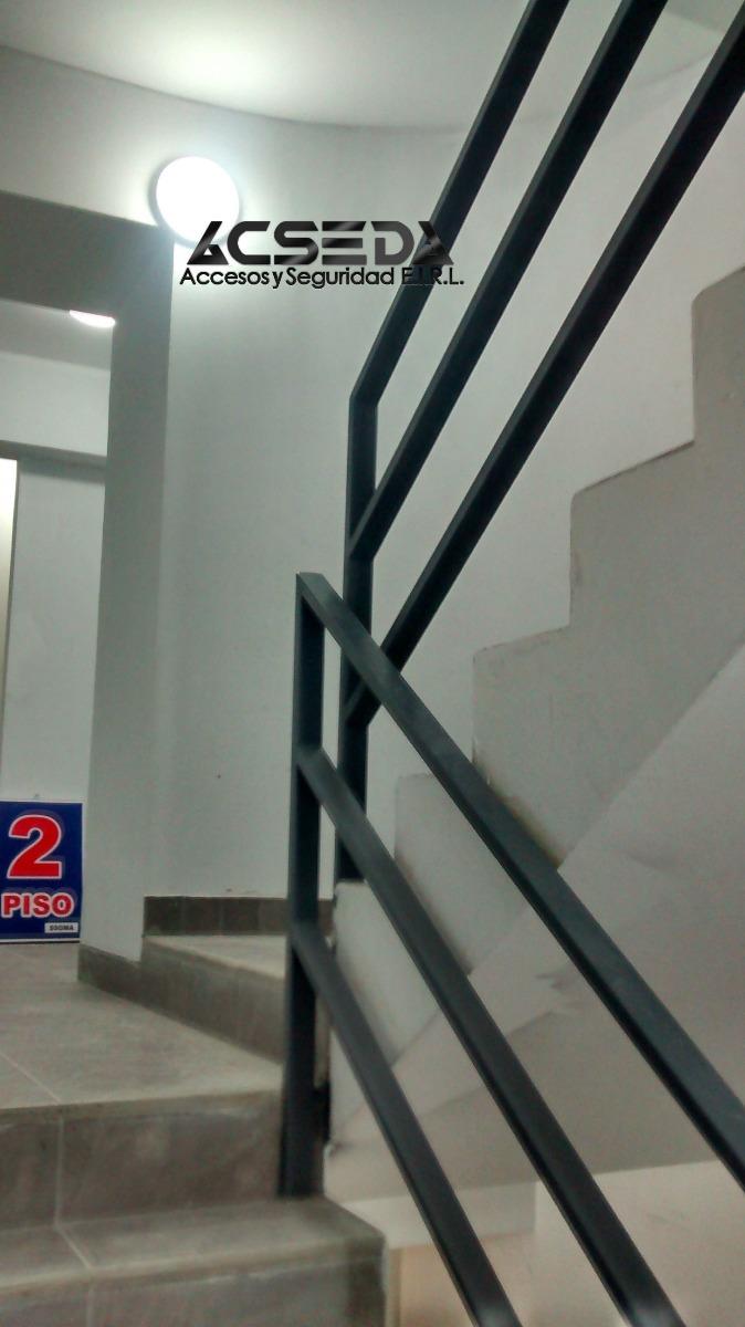Barandas de fierro para escaleras en edificios duplex for Escaleras de duplex