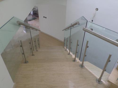 barandas, escaleras, pasamanos, todo en acero inoxidable