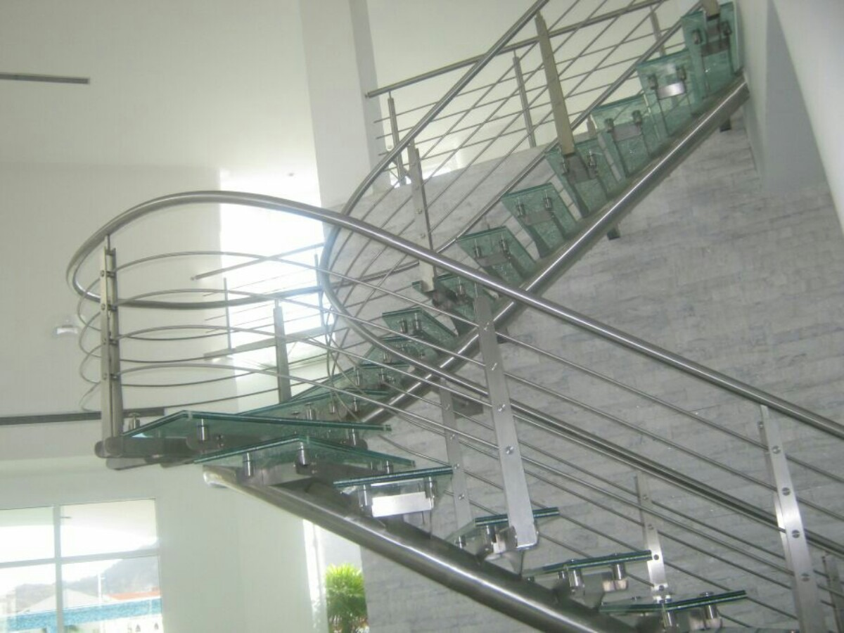 Barandas pasamanos escaleras en acero inoxidable y - Escaleras de vidrio ...