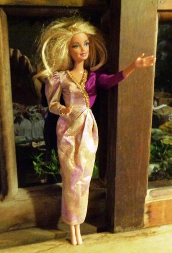 barbie mattel 1999  - roupa de festa - não articulada loira