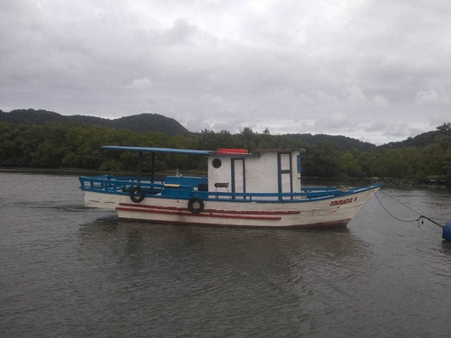 barco para pescaria em alto mar. saída de praia grande.
