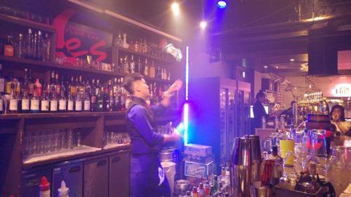 barman barra iluminada barras libres y show flair.