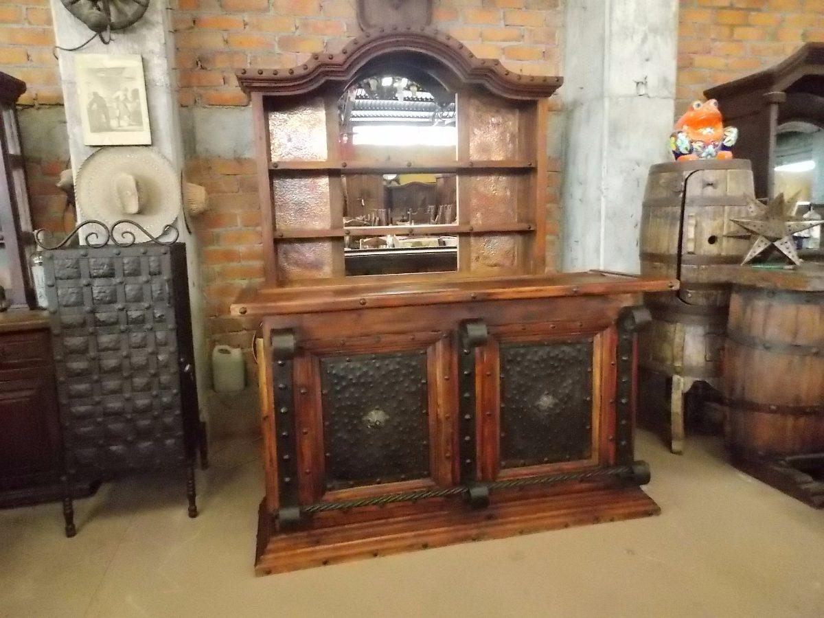 Barra cantina de madera y hierro forjado estilo antiguo for Puertas de madera estilo antiguo