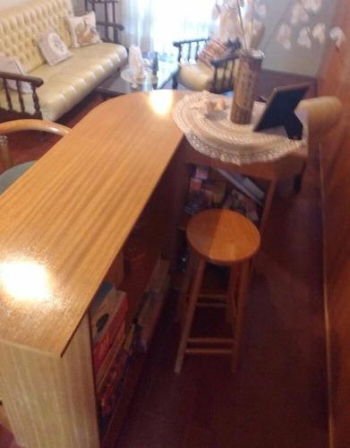 barra de bar curva con 3 taburetes- madera