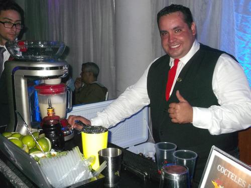 barra de cocteles, bartender, cocteles, sifones