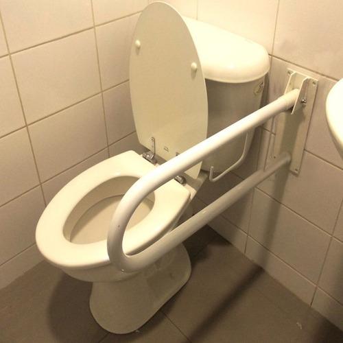 barra de seguridad abatible de muro para baños cod.4528