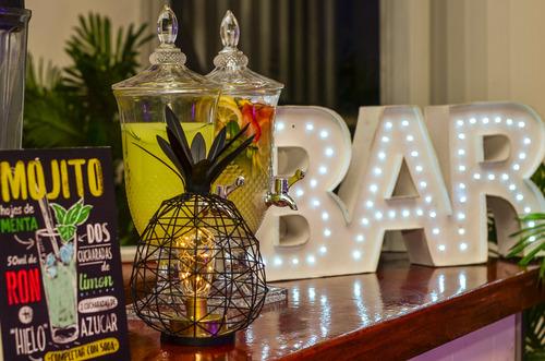 barra de tragos tropical con y sin alcohol
