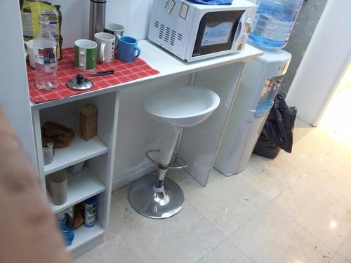 barra desayunador 1,40 x 40,  mueble con 2  estantes