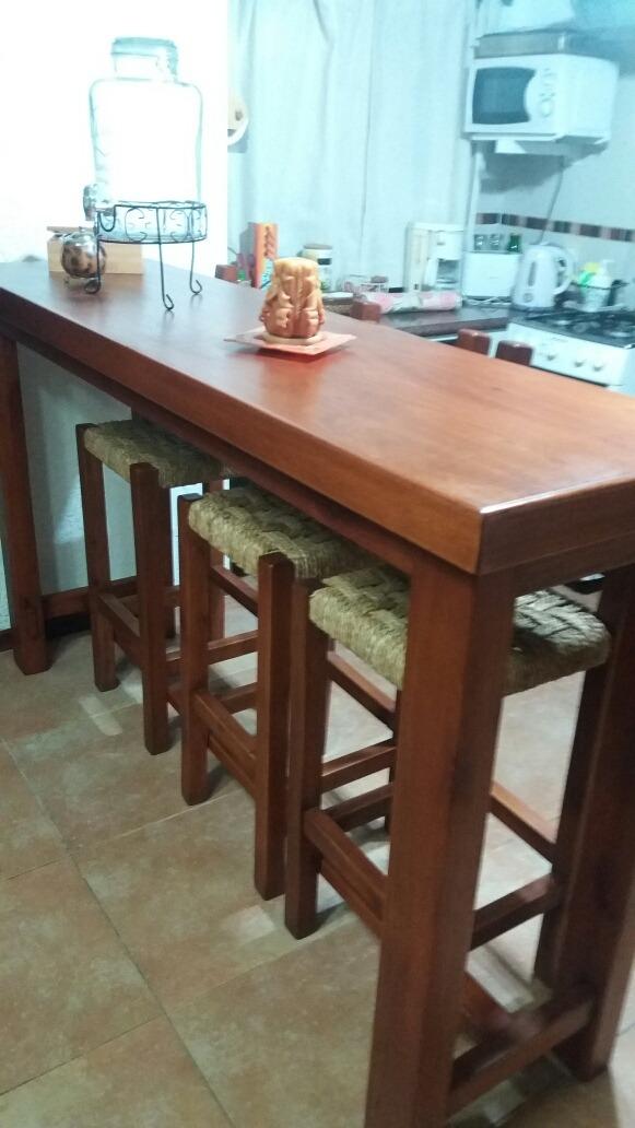 Barra desayunador en madera con sillas altas for Modelos de sillas para barra en madera