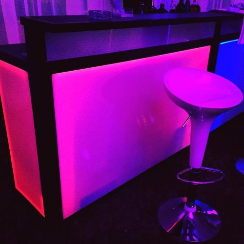 barra licores cocteles calentadores mesas sillas cócteleras
