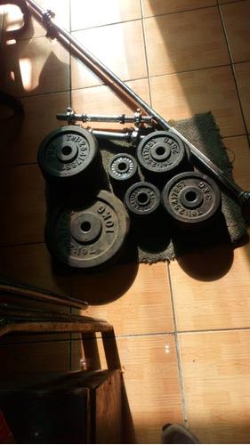 barra, mancuernas y discos de peso