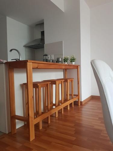 barra ,mesa + bancos