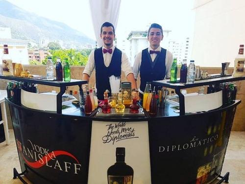 barra movil y bartenders profesionales, barman, show, flair