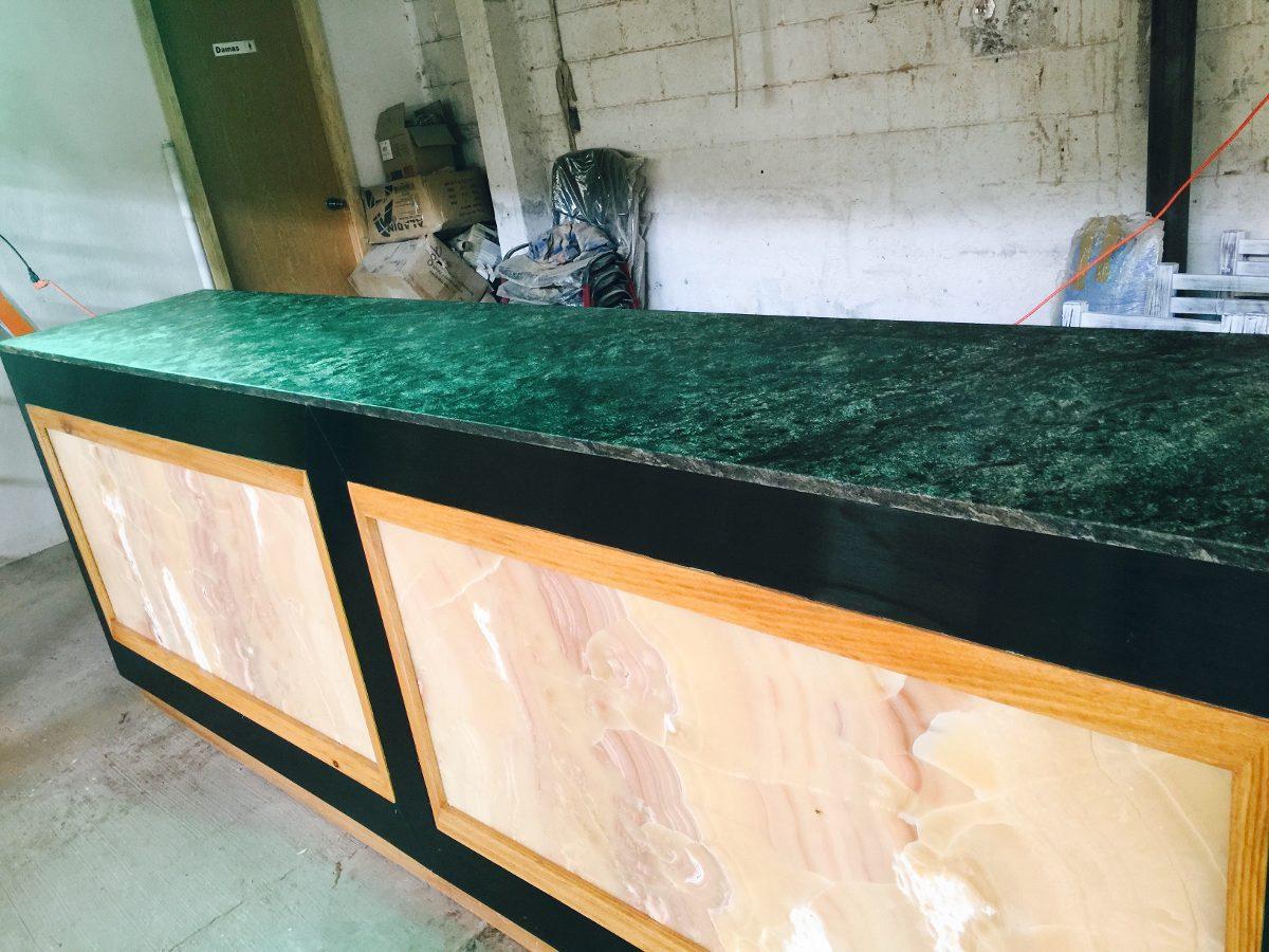 Barra para restaurante y bar en granito nix y roble for Barras de granito para cocina