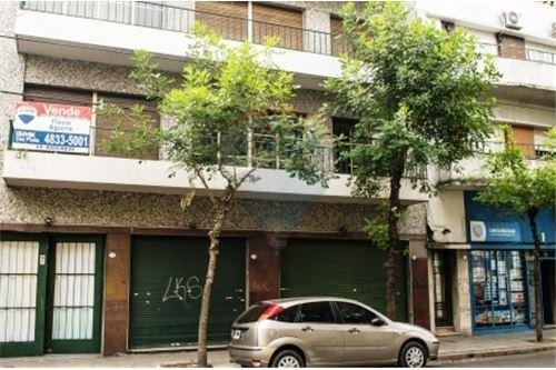 barracas.venta.casa 2 deptos + 2 locales + cochera