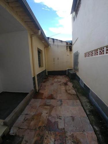 barracão 2 quartos no sagrada família - pr1185