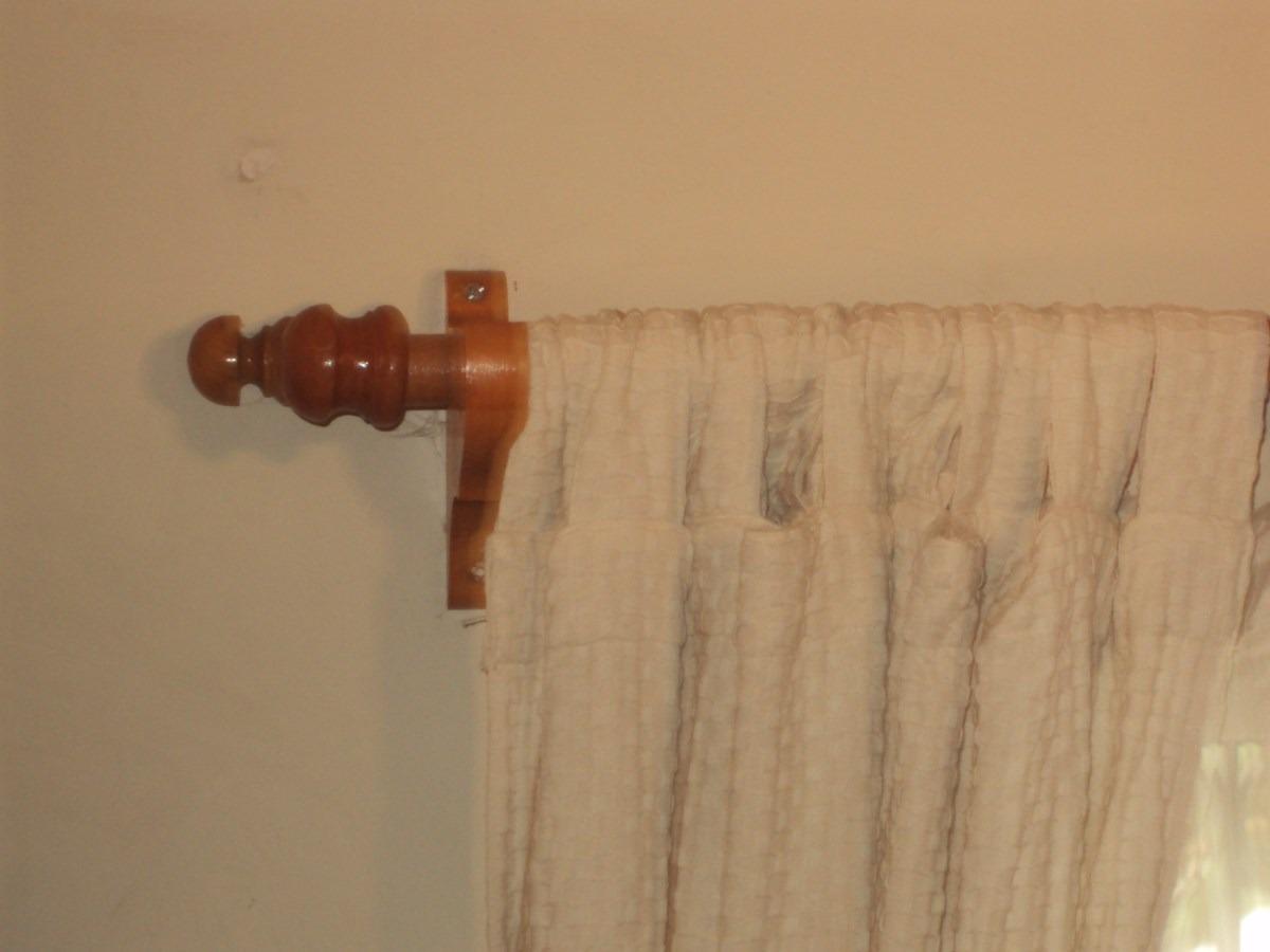Barras en madera barnizada para cortinas en for Ganchos para cortinas de madera