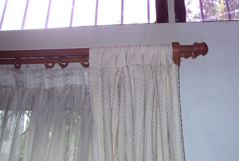 Barras en madera barnizada para cortinas en - Cortinas de madera ...