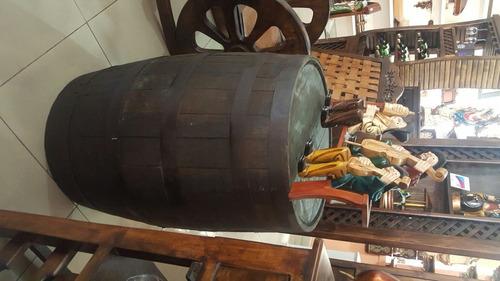 barril con tapa y tapones