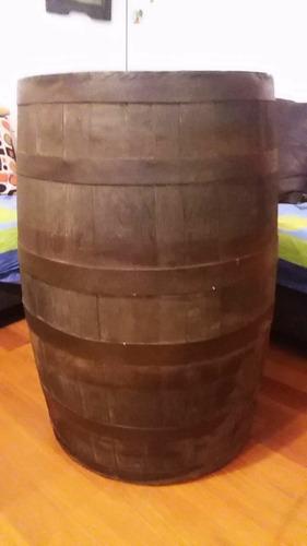 barriles de roble para decoracion y para añejar licor.