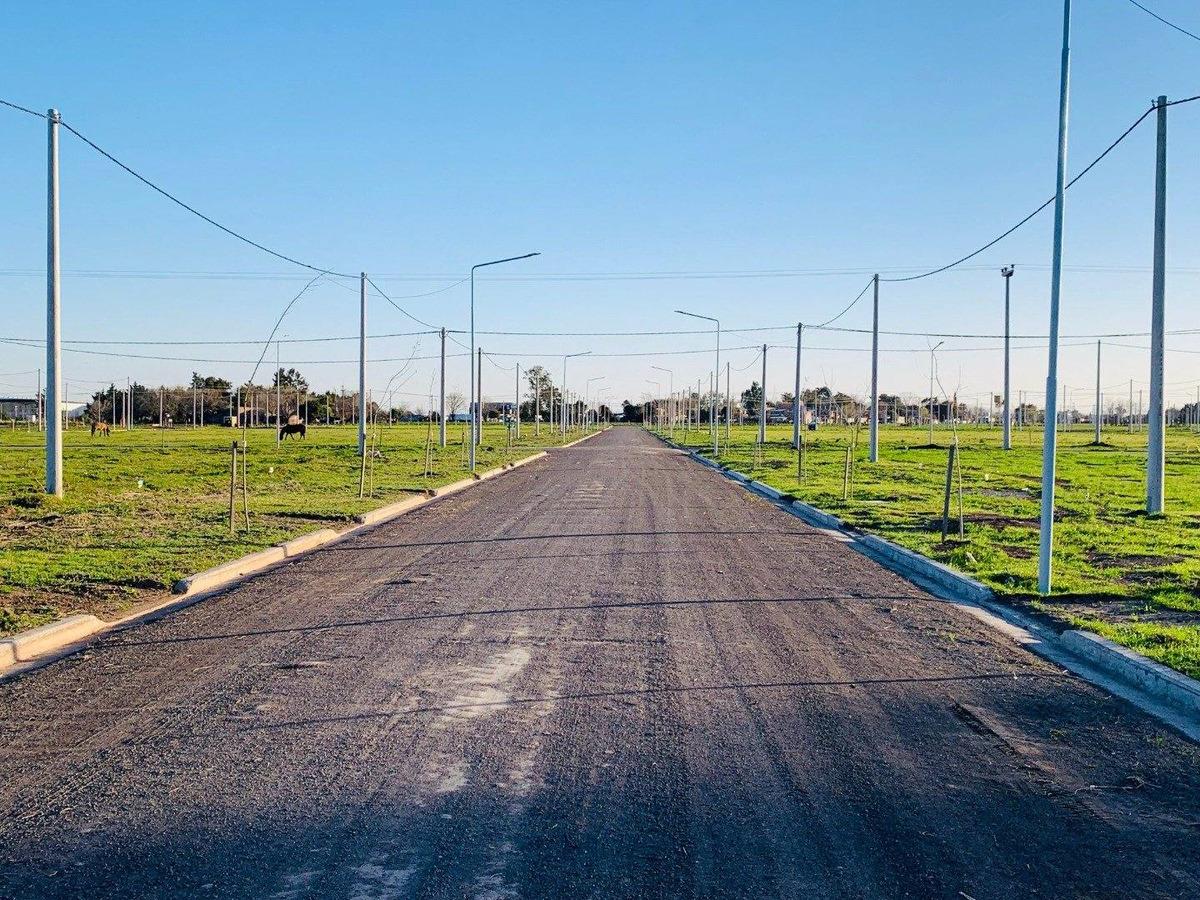 """barrio abierto """"ecopueblo"""" oportunidad en alvear! 264 m2 . todos los servicios"""