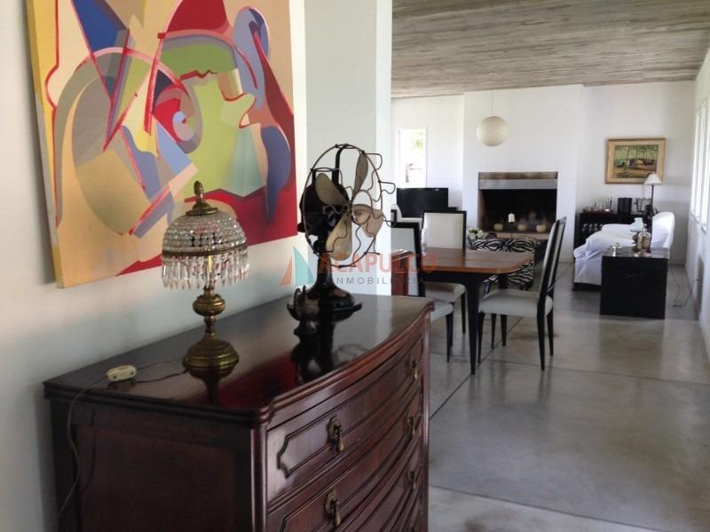 barrio arbolada 3 dormitorios, 2 baños, 1 suite, living comedor, cocina, estacionamiento.-ref:2272