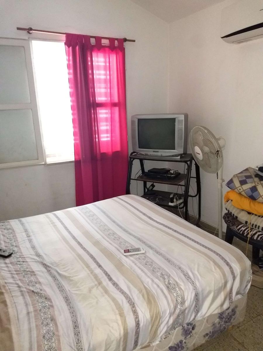 barrio capdevilla - federico rauch 2700 - casa 2 plantas de 3 dormitorios con patio y garaje