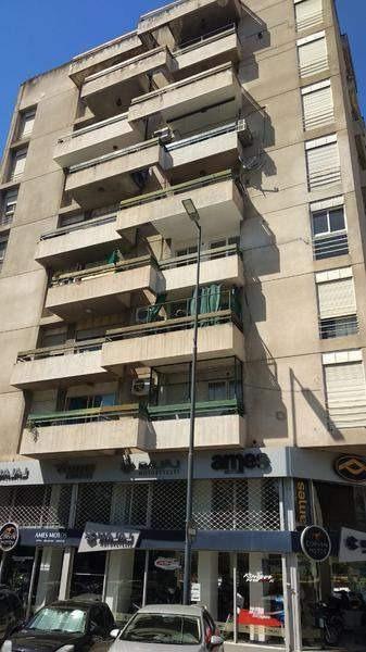 barrio centro - 2 dormitorios - reciclado a nuevo!!!! balcón coc separada con renta