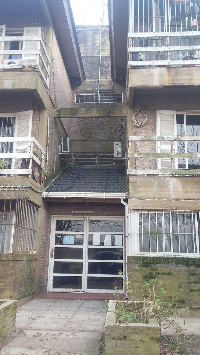 barrio coca cola - dpto 3 amb en 2° piso con 2 dorm!
