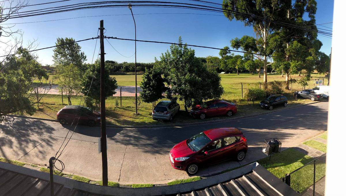 barrio democracia - excelente casa - pileta - deck - parque