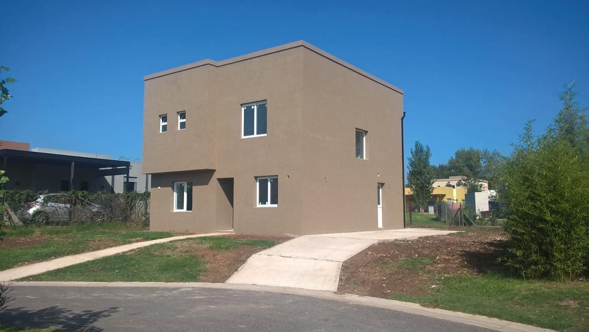 barrio el hornero - casa 5 ambientes con cochera