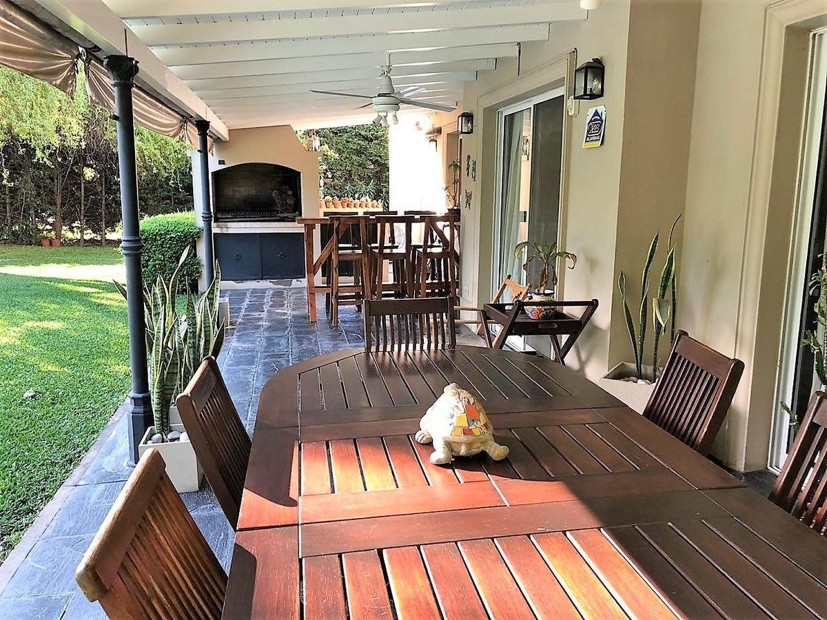 barrio el mirasol - excelente casa 4 amb. piscina