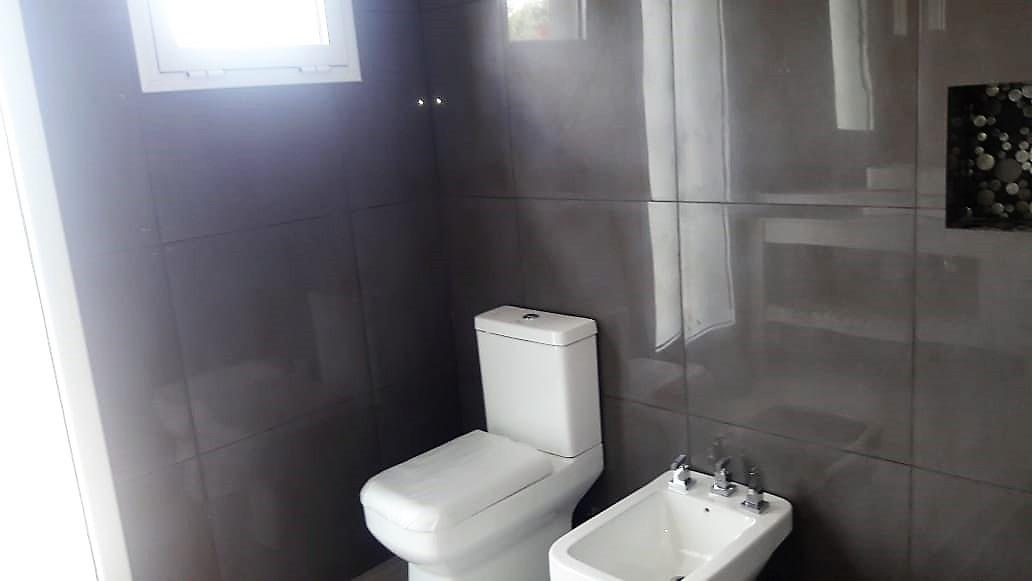 barrio la cuesta - casa 4 amb. con doble cochera