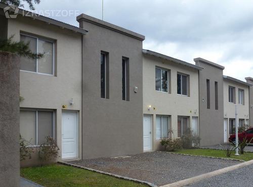 barrio la fernanda - duplex 3 amb. con patio y parrilla