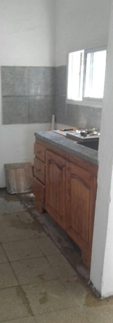 barrio larrea. casa 2 dormitorios con anexo un monoambiente