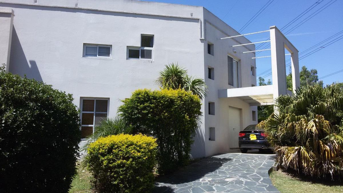 barrio las condes - casa 8 amb. dependencia y 2 cocheras