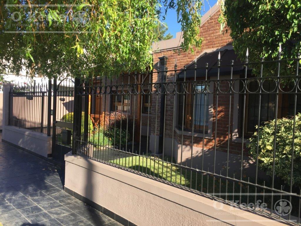 barrio los cedros - importante chalet con quincho y pileta