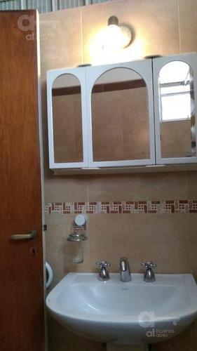 barrio norte. departamento 3 ambientes con balcón. alquiler temporario sin garantías.