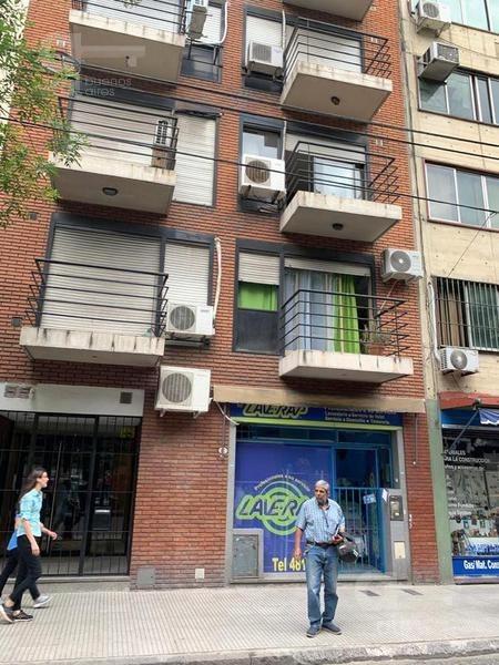 barrio norte. studio con balcón al frente. alquiler temporario sin garantías.