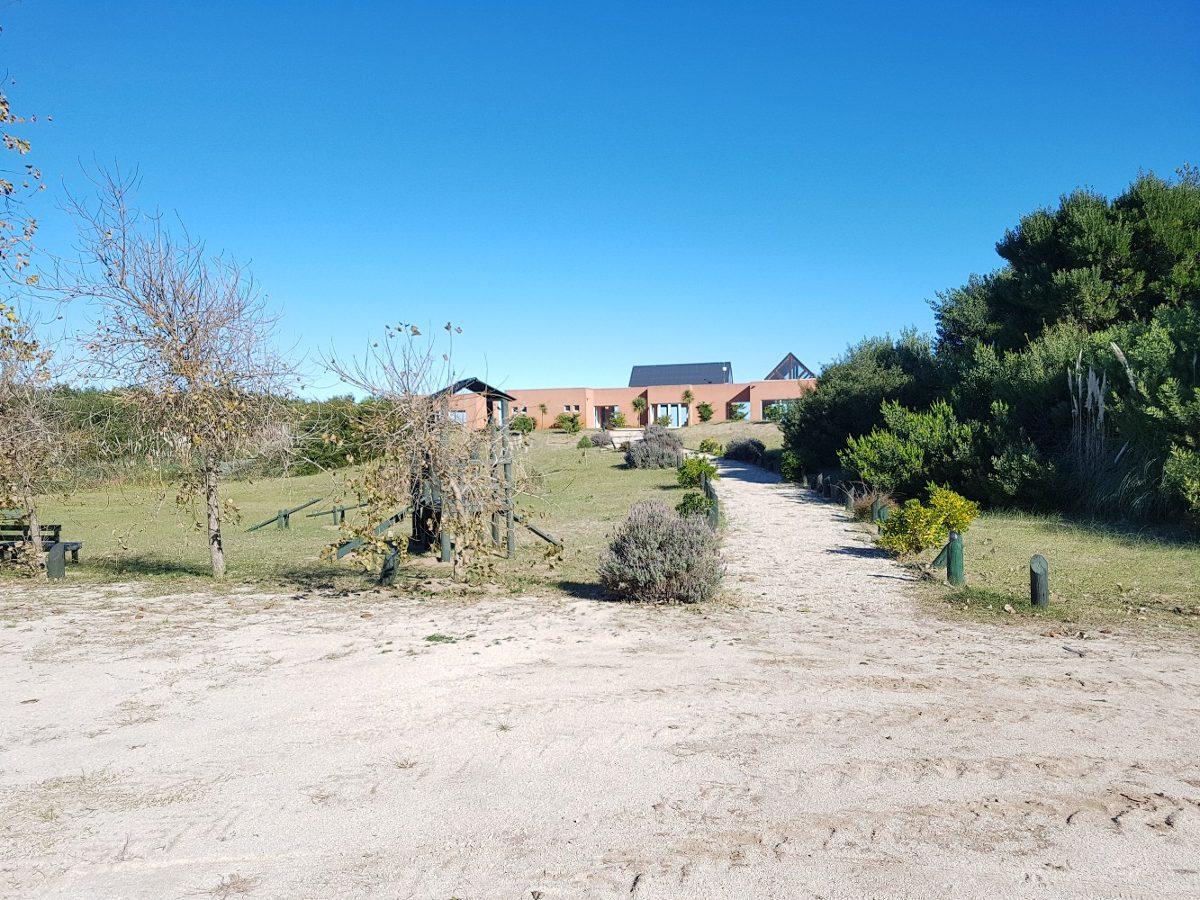 barrio punta médanos - excelente esquina (lote b 86)