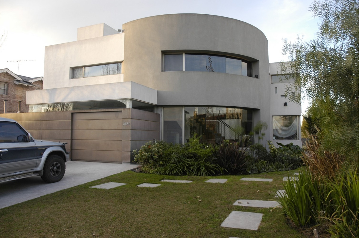barrio santa barbara, excelente casa de diseño