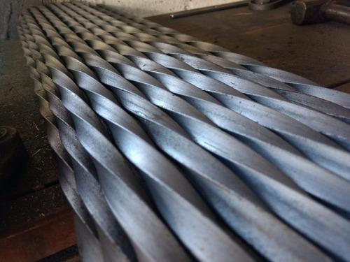 barrote varilla reja hierro cuadrado torsionado 9/16  2 mts