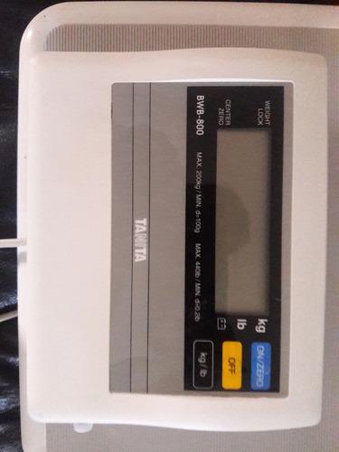 bascula  tanita , japonesa, 200k max. para consultorio,