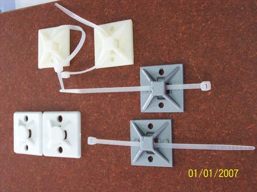 base adhesiva con amarre plast organizador de cable 24mm 9u
