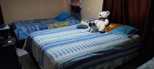 base cama con colchón  tiene 1año  y 5 meses de nuevo