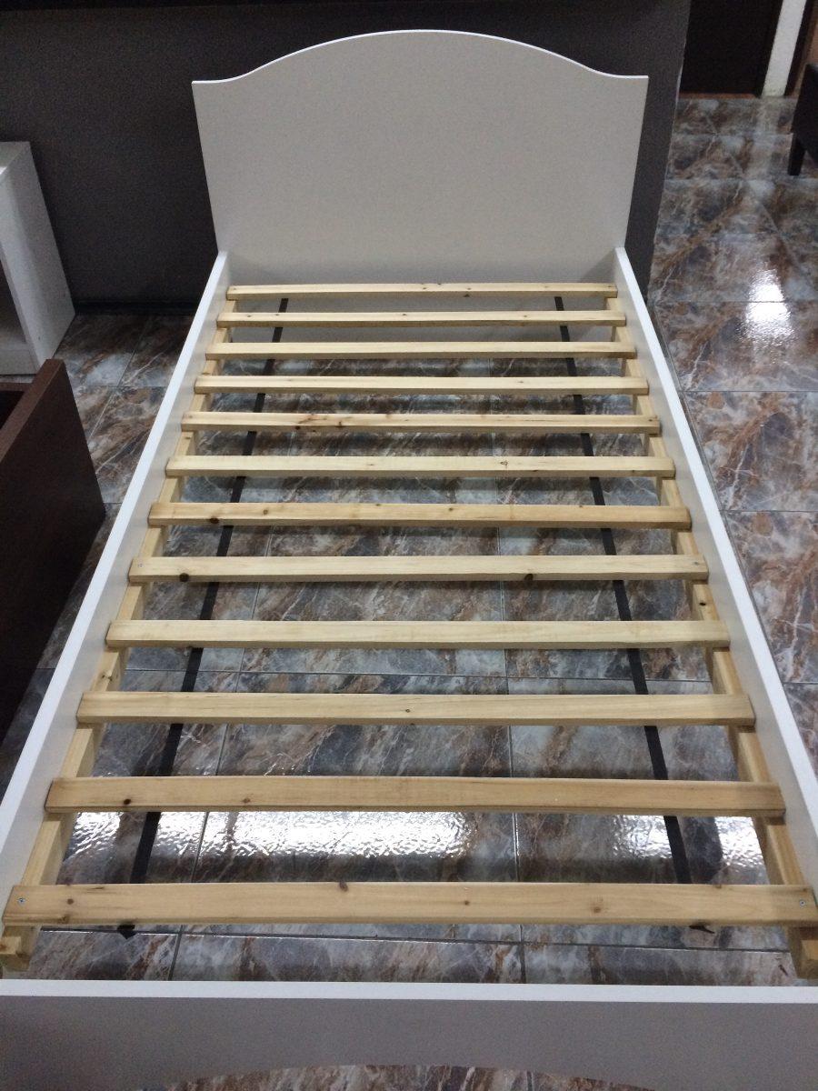 Base cama individual blanca con cabecera de aglomerado for Camas blancas de madera