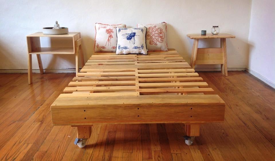 Base de cama queen size madera tarima sustentable for Como hacer una base de cama king size