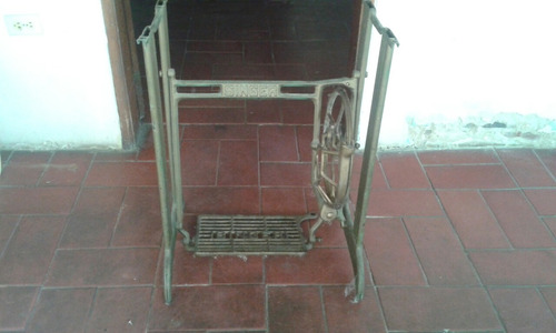 base de máquina de coser antigua