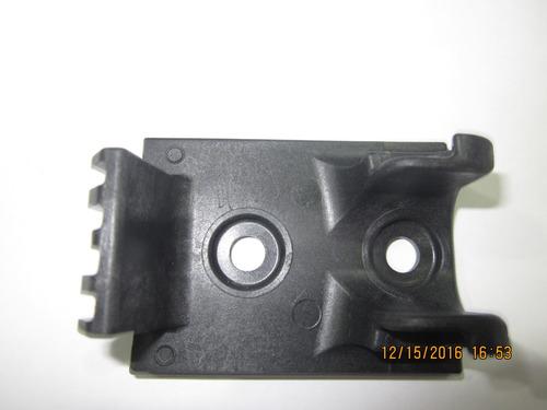 base donde calza el gancho de capot mack vision / granite